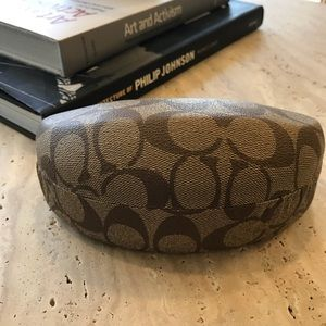©️Coach sunglasses case with coach cleaning cloth
